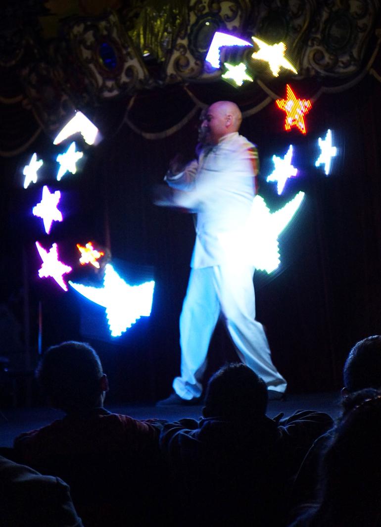 """Vincent Mézière, jongleur """"lumineux"""""""
