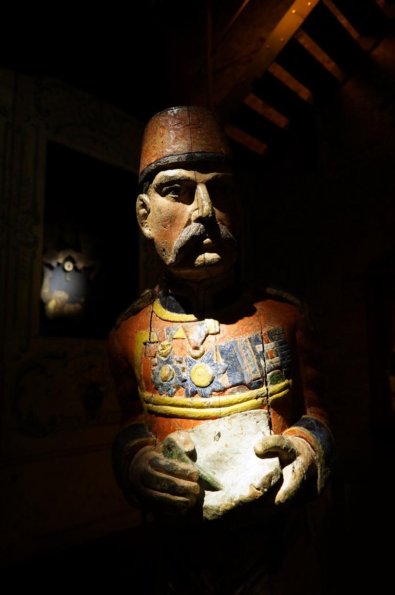 14092013-MDAF-statue4